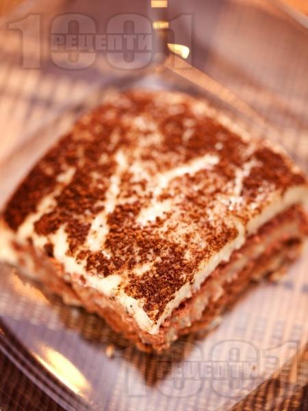 Домашна бисквитена торта с бананов крем - снимка на рецептата